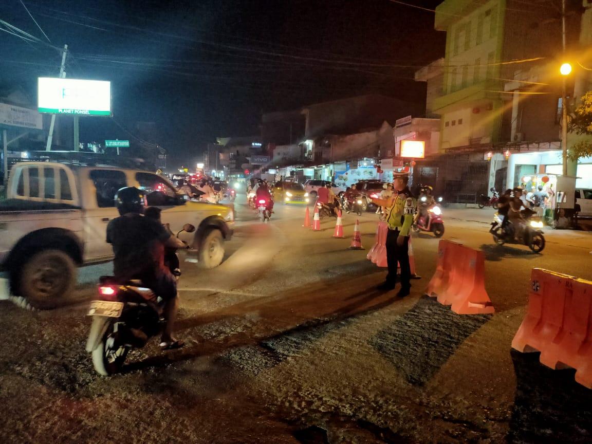 Satlantas Ketapang Laksanakan Rekayasa Arus Lalu Lintas menuju Jalan Merdeka