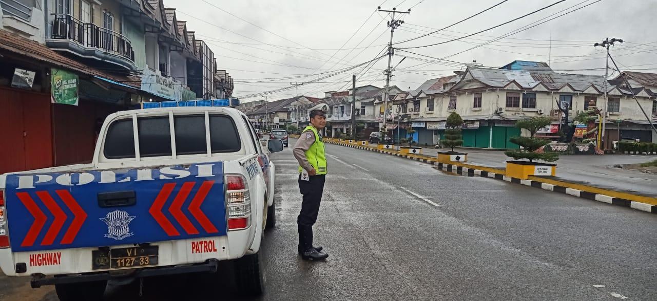 Walau Gerimis, Sat Lantas Polres Ketapang Tetap Melaksanakan Patroli