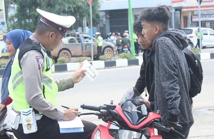 Jangan Takut Apabila Diberhentikan Oleh Petugas Polantas Pada Saat Berkendaraan