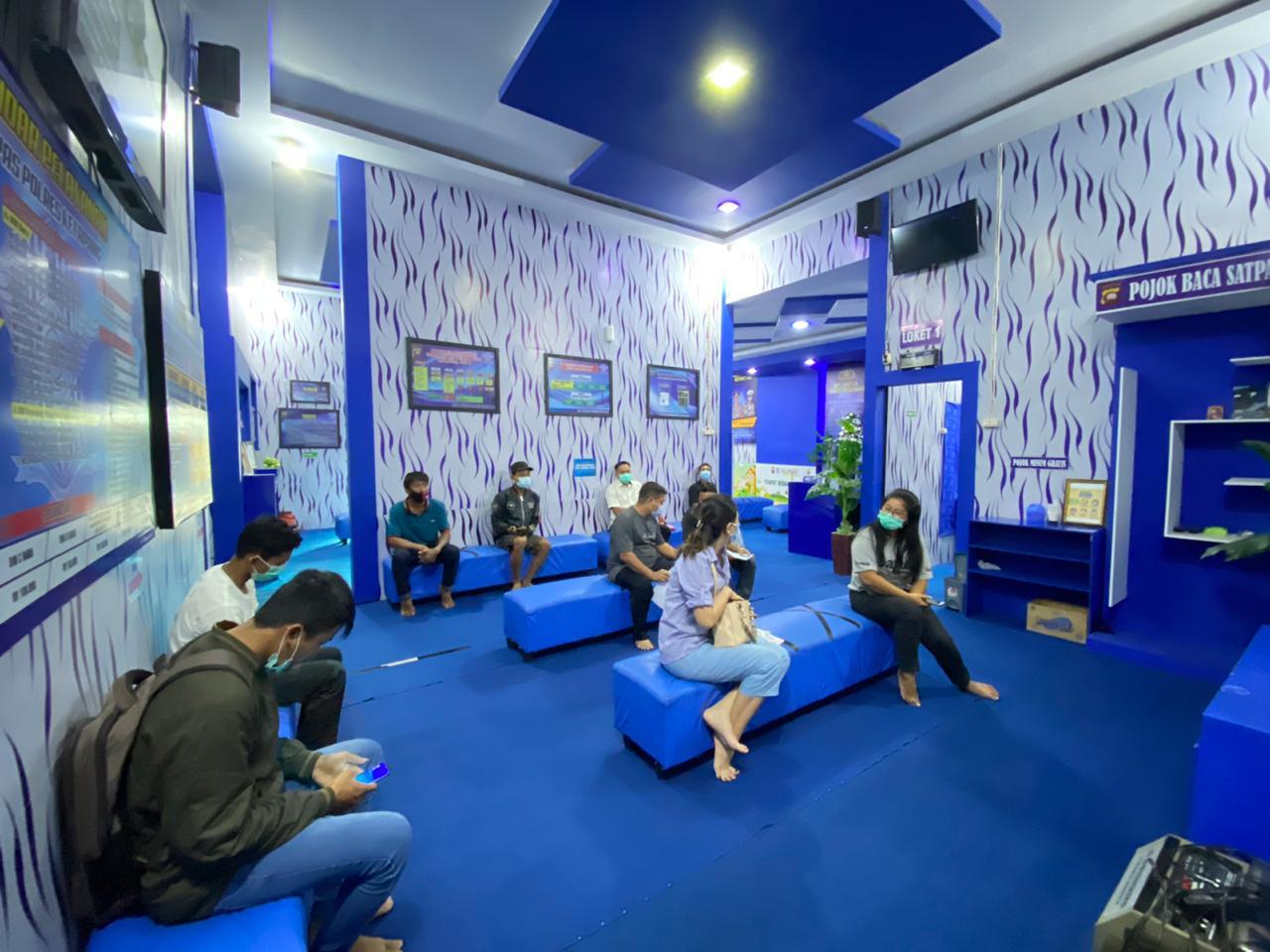 Pojok net satpas Ketapang berikan informasi terkait prosedur pembuatan sim bagi pemohon