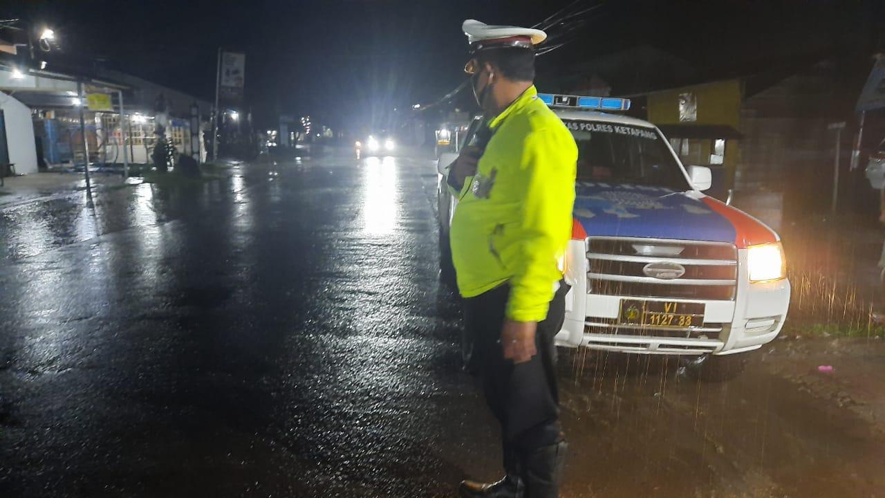 Kurangi Kecepatan Kendaraan Anda Saat Cuaca Hujan dan Jalan Licin Demi Keselamatan