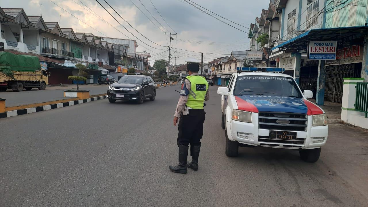 Rutin patroli antisipasi kriminalitas, kemacetan dan kecelakaan lalu lintas dikota ketapang