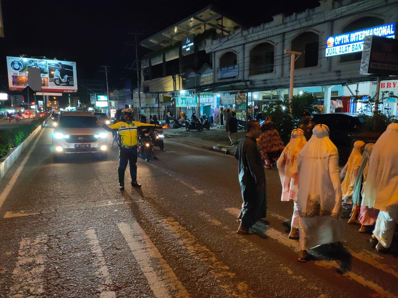 Laksanakan Pam Sholat Terawih di Masjid Area Ketapang