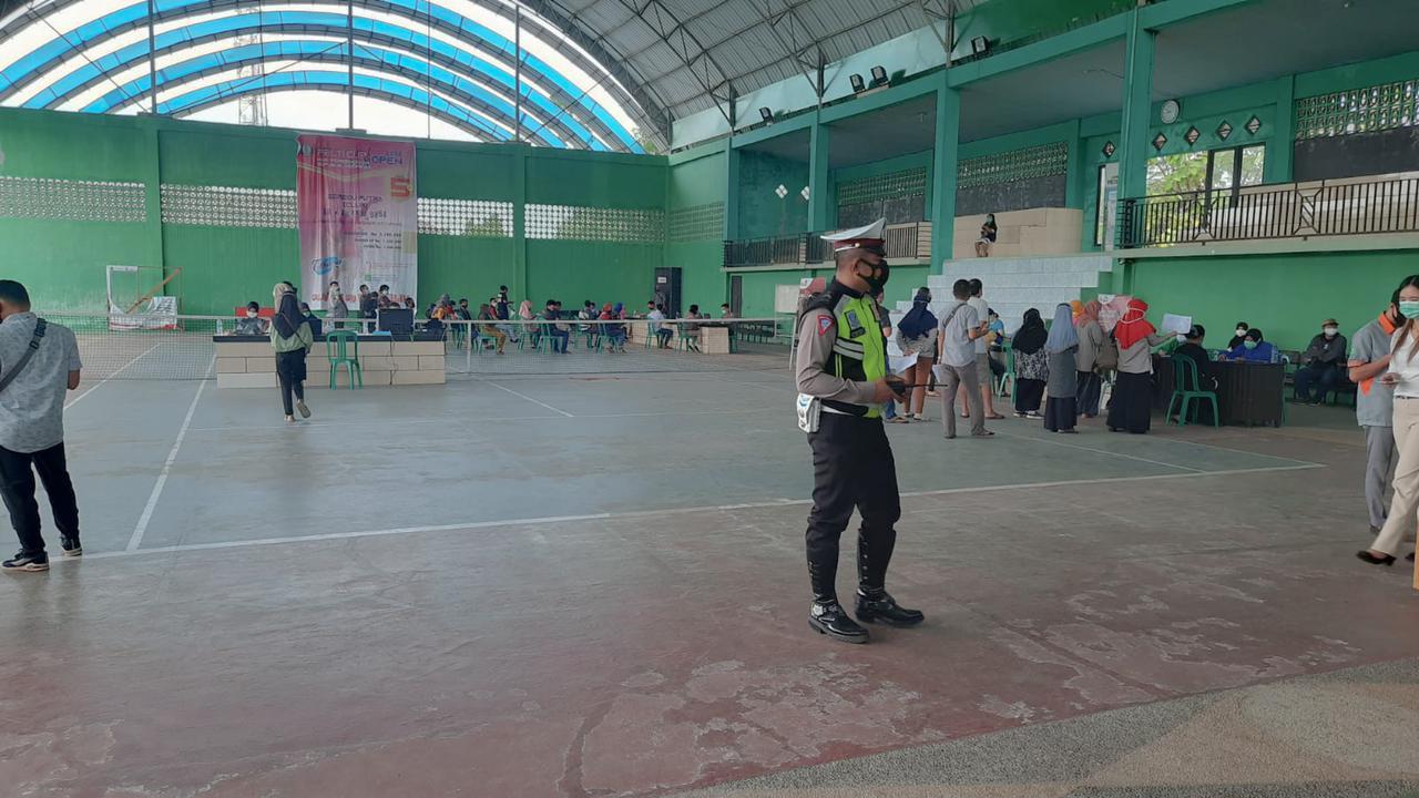 Satlantas Polres Ketapang laksanakan pengamanan kegiatan Gerai Vaksin Presisi