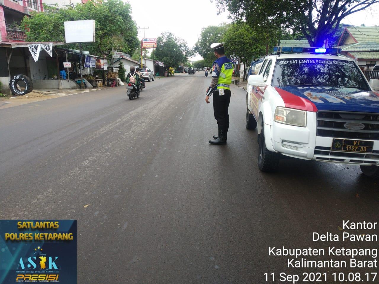 Cuaca Hujan,Tak Mengurangi Semangat Polisi Untuk Patroli