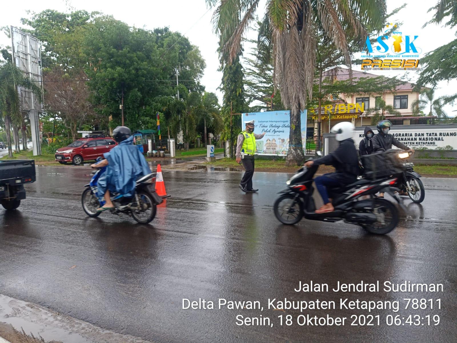 Kurangi Kecepatan Kendaraan Anda Saat Cuaca Hujan dan Jalan Licin