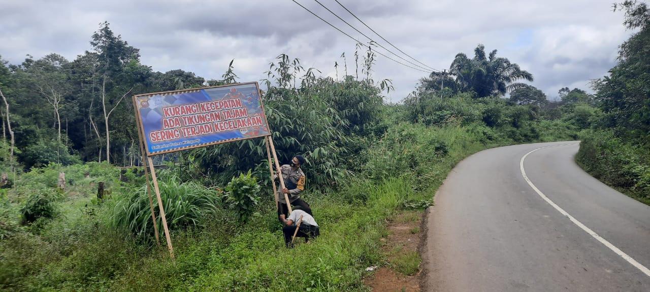Sat Lantas Polres Ketapang Pasang Spanduk Himbauan