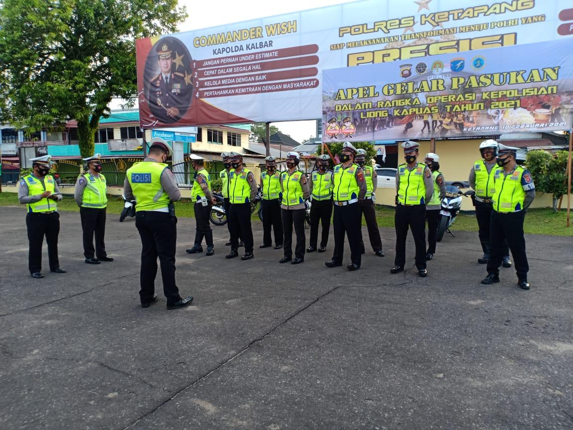 Personel SATLANTAS Melaksanakan Apel Pagi dalam Mengawali Pelaksanaan Tugas