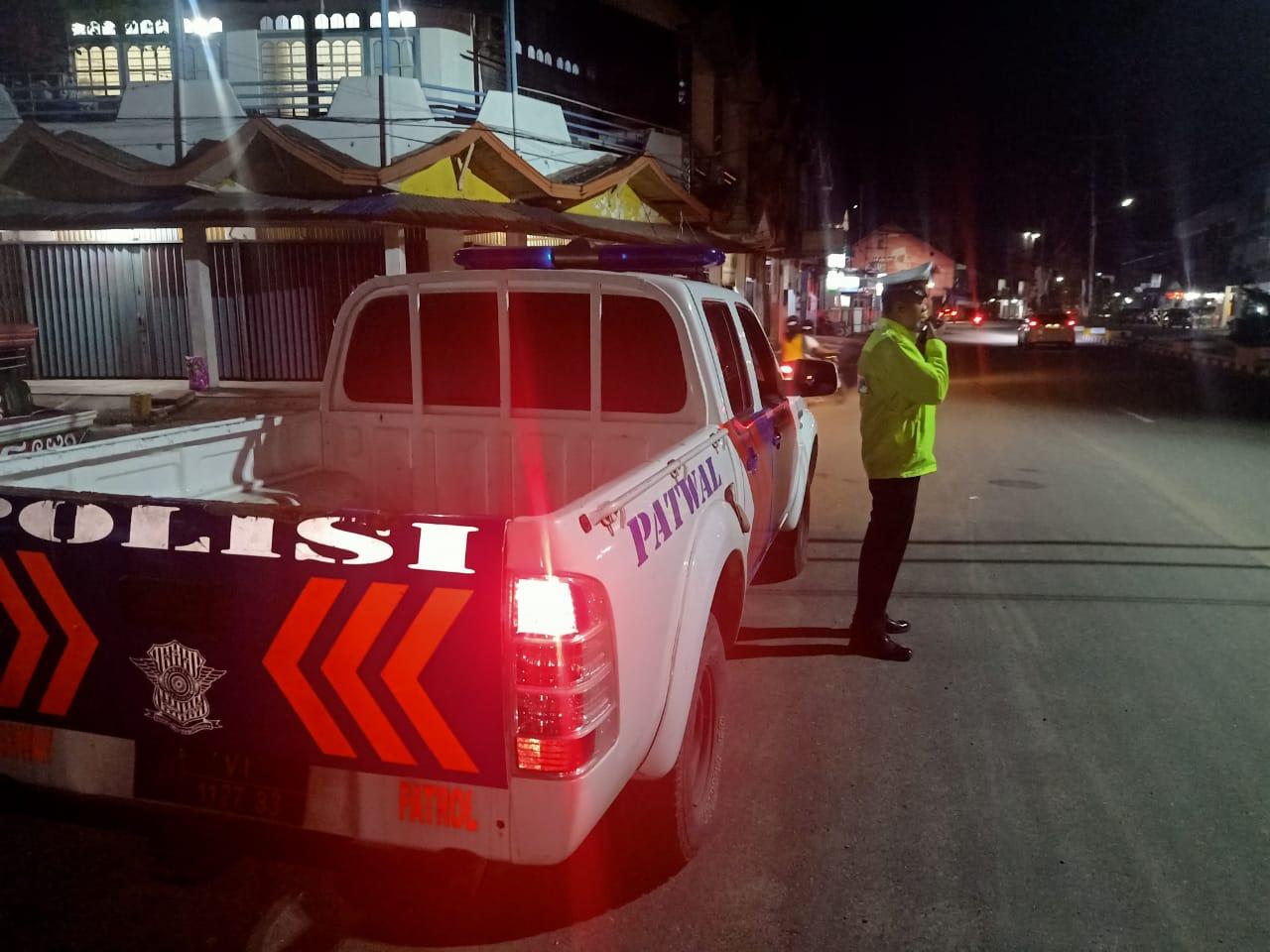 Antisipasi Kejahatan Malam, Sat Lantas Polres Ketapang Melakukan Patroli Rutin