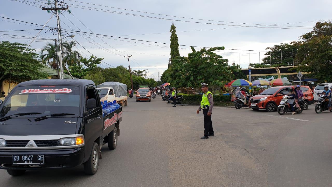 Satlantas Polres Ketapang Rutin Pengaturan Lalu Lintas Wujudkan Kamseltibcar di Sore Hari