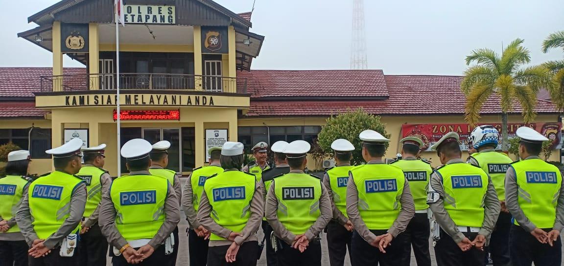 Apel Pagi Satlantas Polres Ketapang, Aiptu Priyo Waskito Sampaikan Prosedur Sebelum Berangkat Patrol