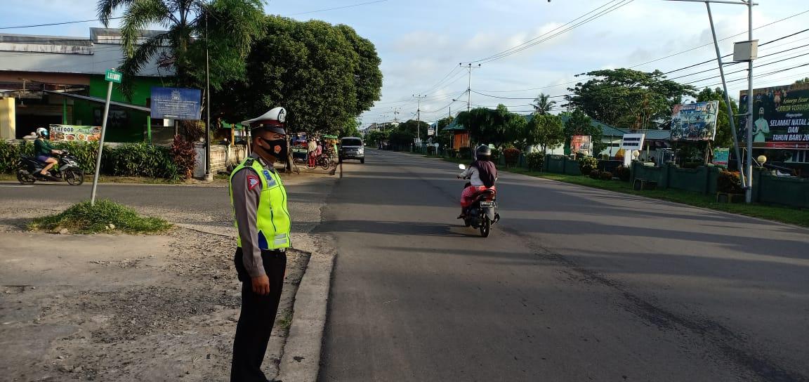 Pagi hari, Satlantas Ketapang laksanakan gatur lalu lintas di jalan