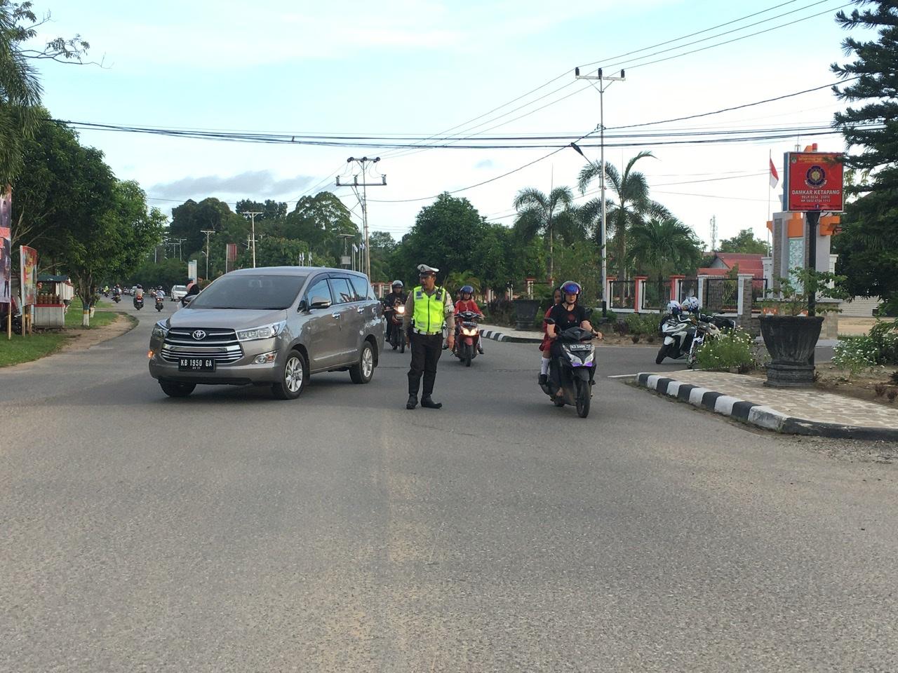 Pelayanan Pagi Satlantas Ketapang di Simpang Empat TK Bhayangkari