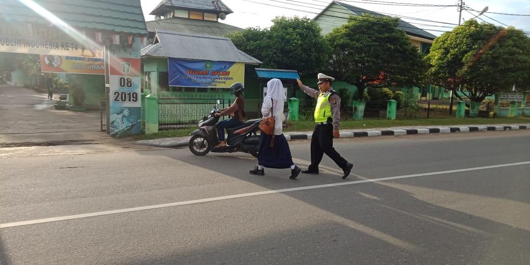Pengaturan Lalu Lintas Pagi Hari, Bentuk Pelayanan Polisi Kepada Masyarakat