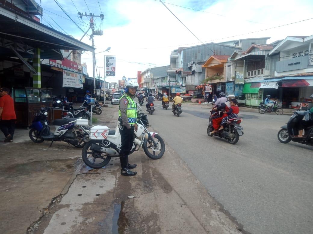 Piket Patwal Satuan Lantas Polres Ketapang Patroli Siang Hari Jelang Sholat Jum'at