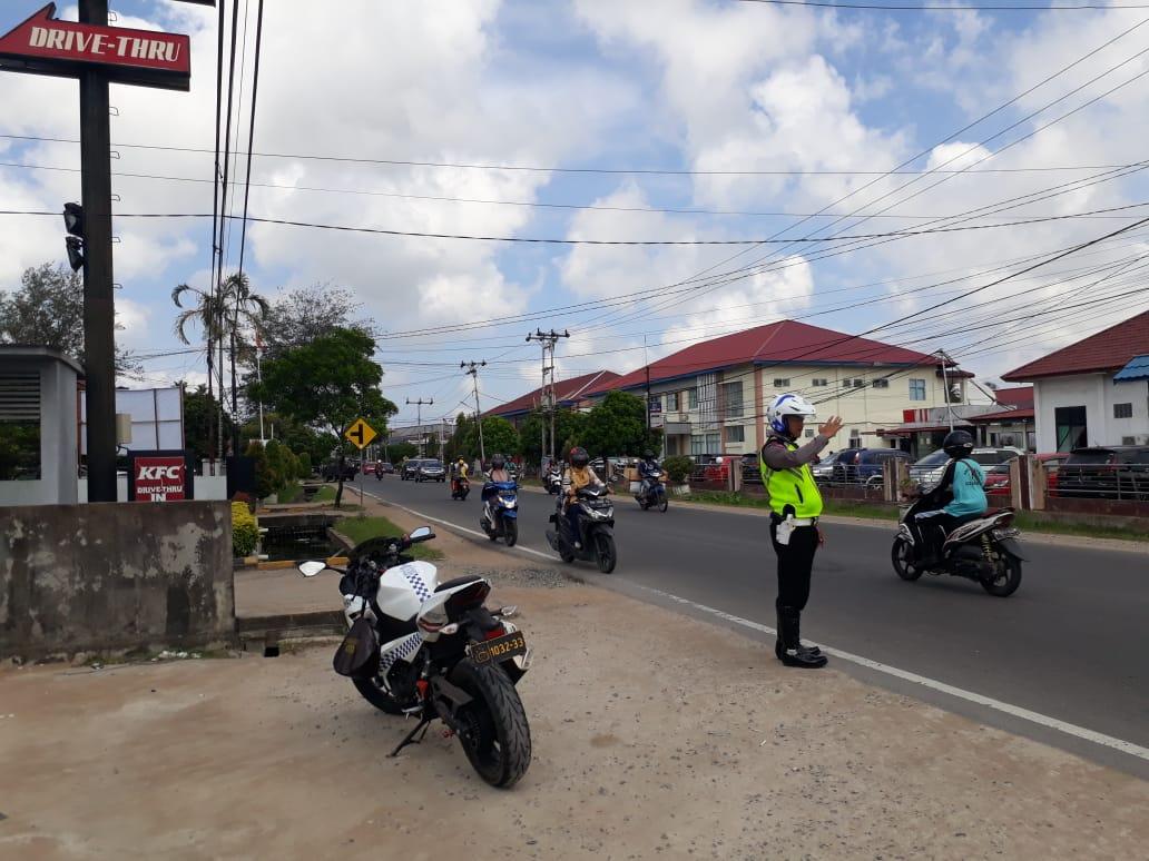 Satlantas Polres Ketapang Gelar Patroli dan Pengaturan Lalu Lintas di Siang Hari