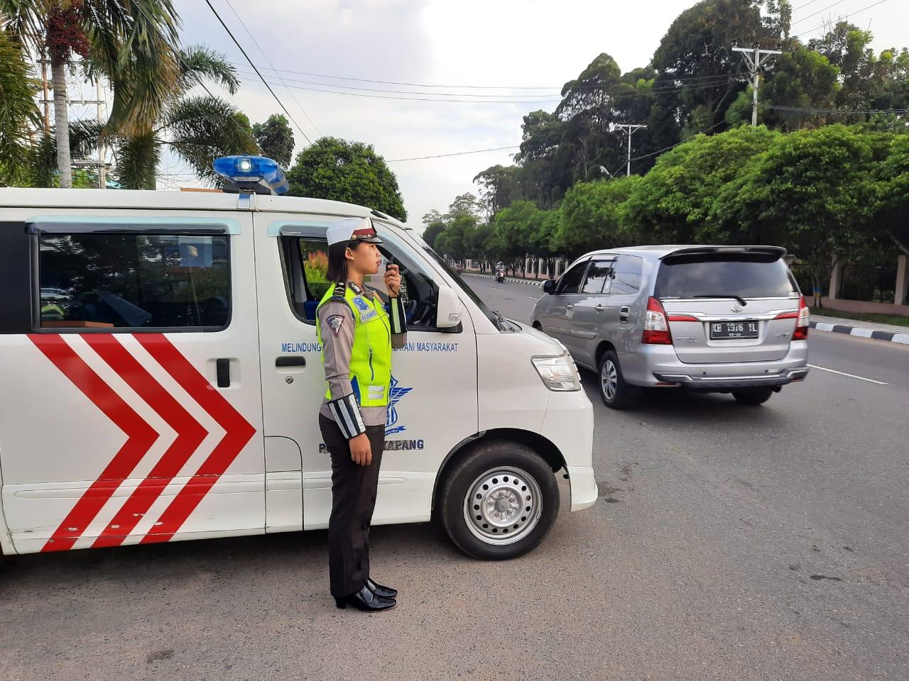 Unit Dikyasa Satlantas Polres Ketapang Melaksanakan Giat Penerangan Keliling