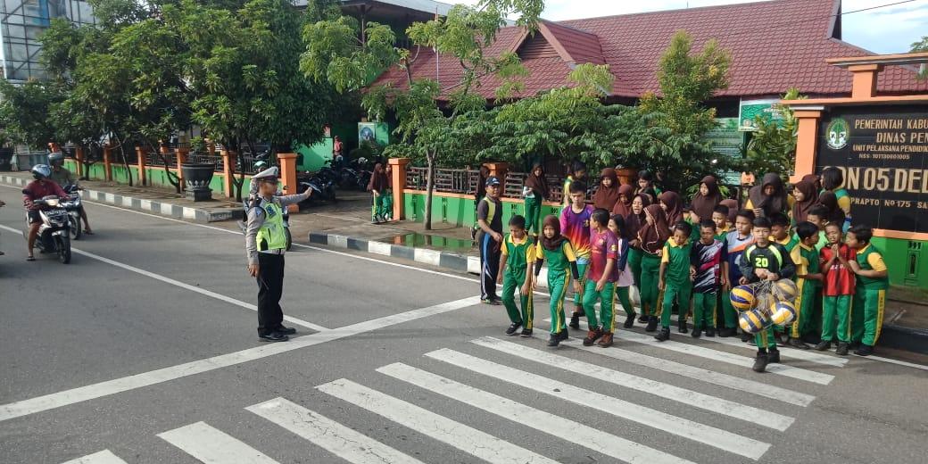 Satlantas Ketapang Hadir Untuk Anak Sekolah