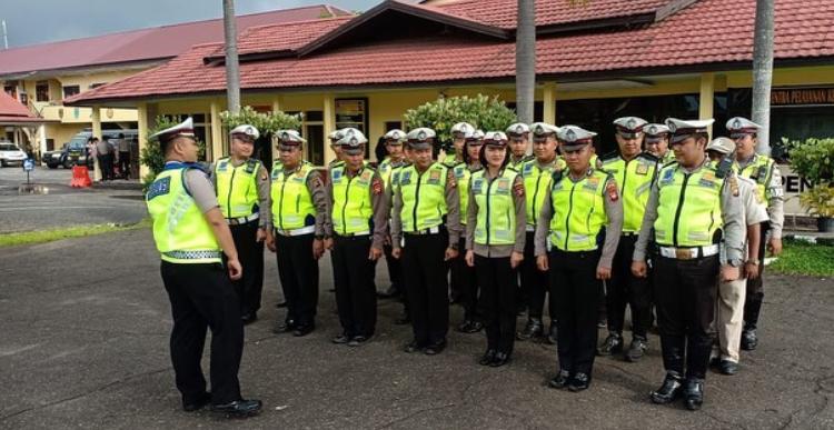 Pupuk Disiplin Anggota, Kasat Lantas Pimpin Apel Pagi Anggota Satlantas Polres Ketapang