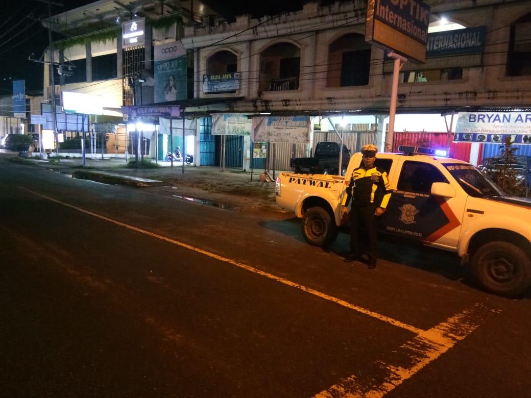 Personel Satlantas Polres Ketapang Cegah Laka Lantas dengan Melaksanakan Patroli malam hari