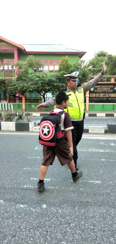 Beri Rasa Aman Bagi Masyarakat Saat Melakukan Aktivitas Dipagi Hari, Sat Lantas Polres Ketapang Ruti