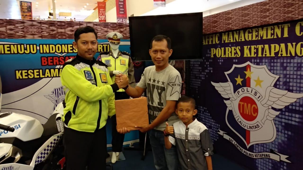 Penyerahan Hadiah Photo Contest Satlantas Polres Ketapang