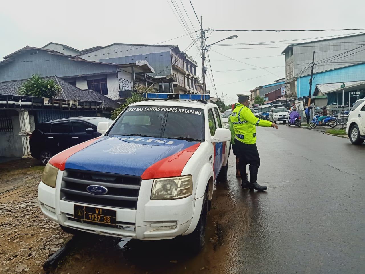 Walau Gerimis, Sat Lantas Polres Ketapang Tetap Melaksanakan patroli siang hari