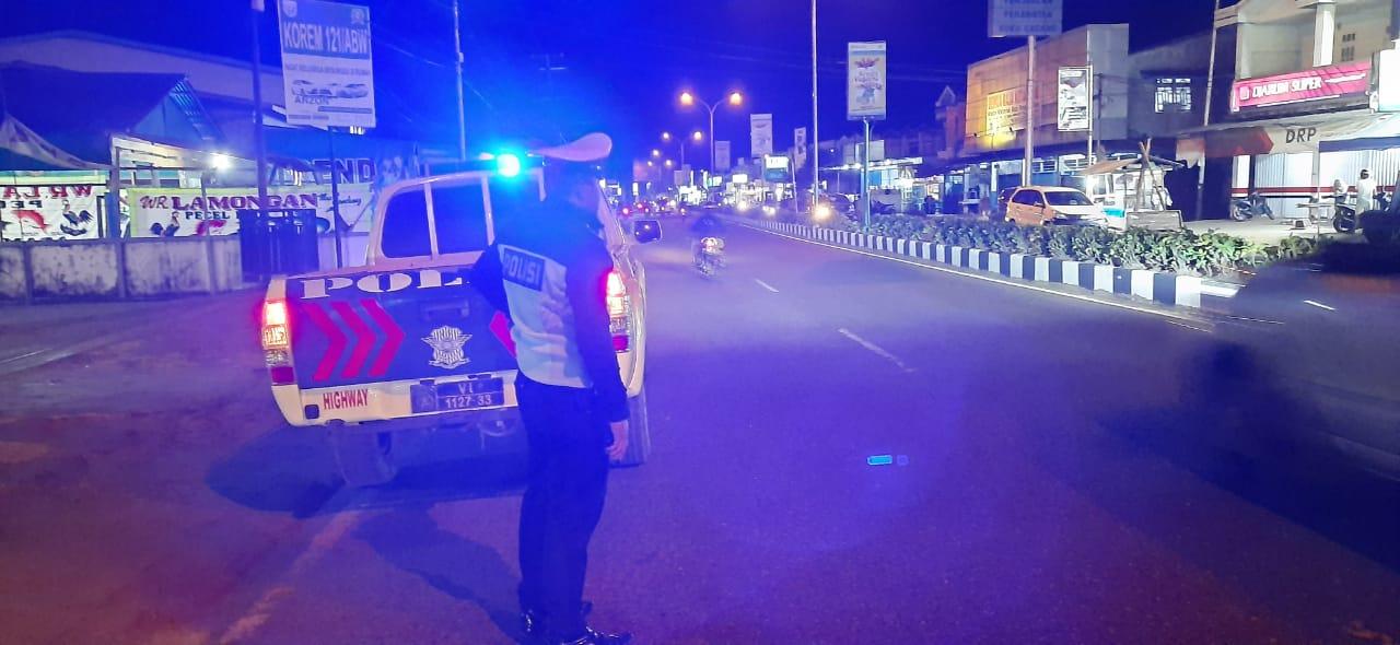Piket Patwal Sat Lantas Melaksanakan giat BLP (Blue Light Patrol) dan Patroli Malam