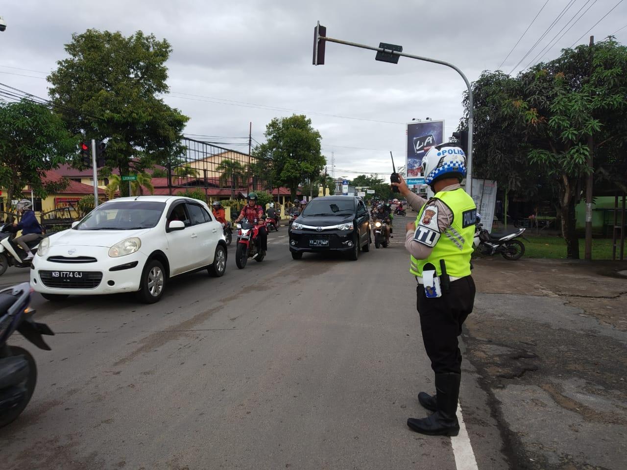 Kamis Pagi, Satlantas Ketapang Siagakan Anggota Atur Lalin di Simpang Mapolres