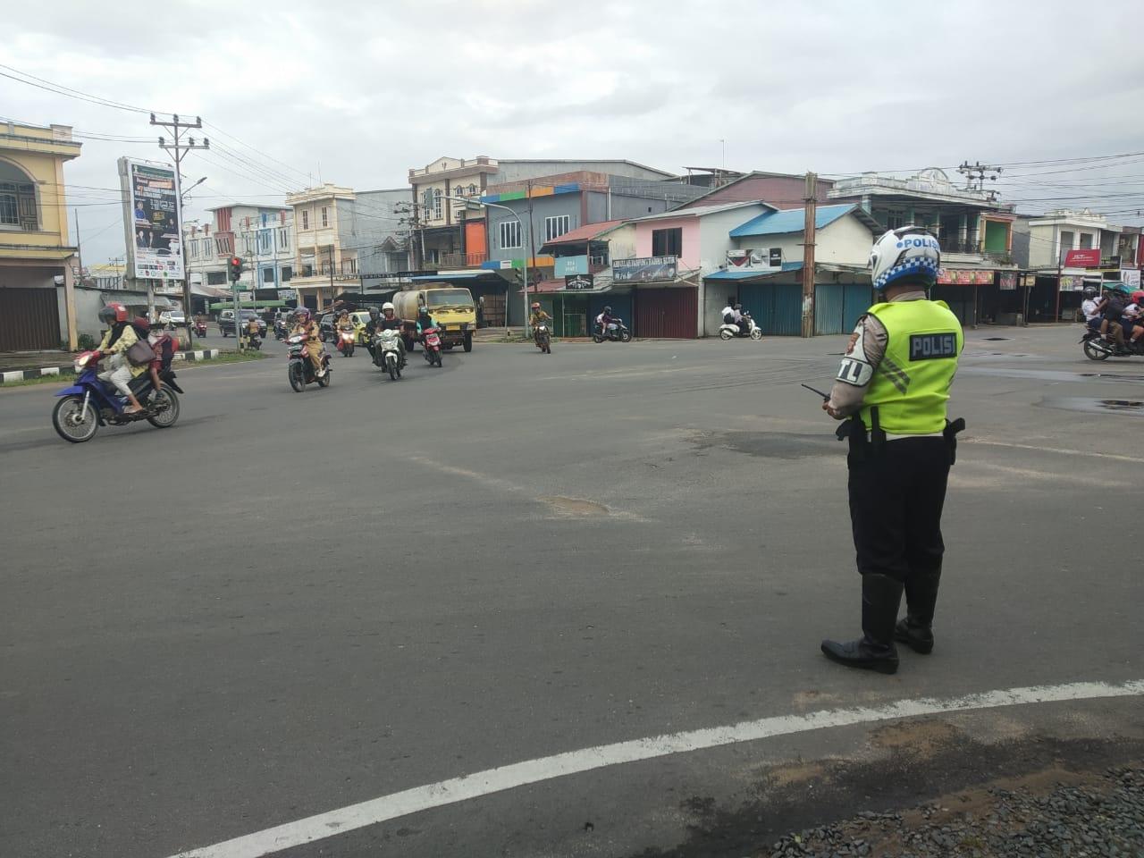 Giat Gatur Pam rawan pagi Anggota Sat Lantas Polres Ketapang tertibkan arus Lalu Lintas