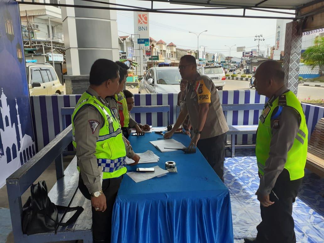 Hari pertama Operasi Ketupat Kapolres Ketapang mengecek Pos Pam Ale ale Personil lengkap,aman dan ko