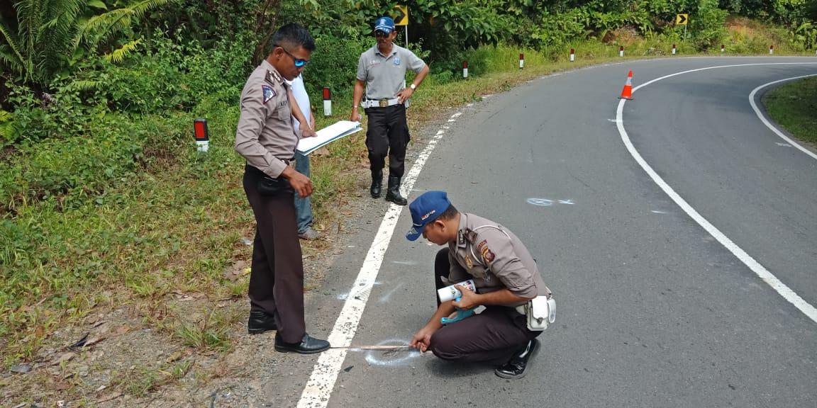 Olah TKP laka Lantas di Jl Trans kalimantan km 52 Kec. Nanga Tayap berjalan lancar.