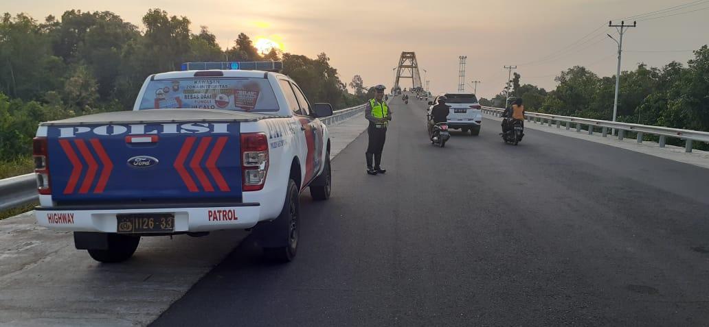 Anggota satuan lalu lintas polres ketapang melaksanakan patroli antisipasi balap liar