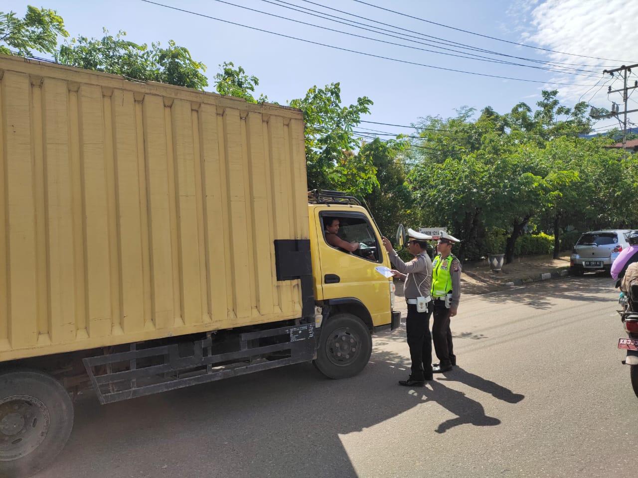 Upaya mewujudkan  Kamseltibcar lantas Polantas Ketapang melakukan pendataan Ranmor Luar Kalbar.