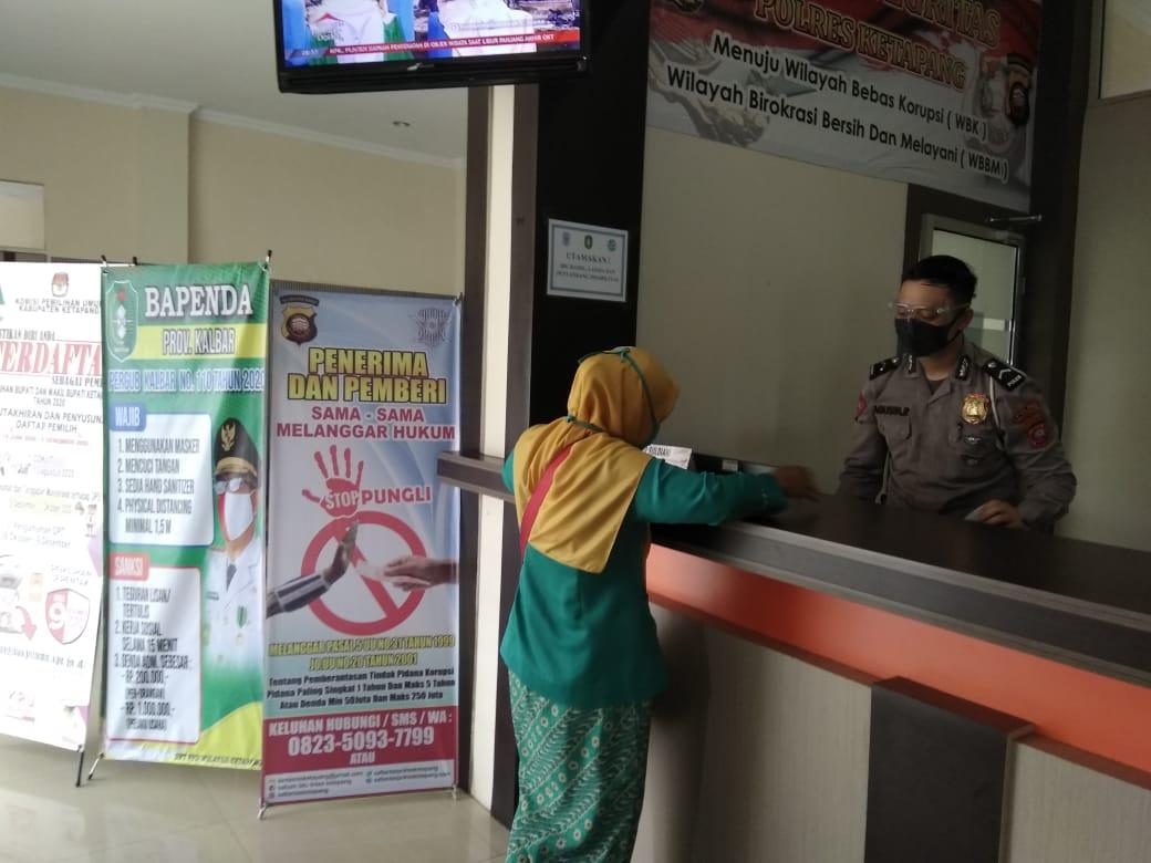 Petugas pelayanan mempersiapkan untuk pemohon mudah dan cepat dalam mengurus surat kendaraan