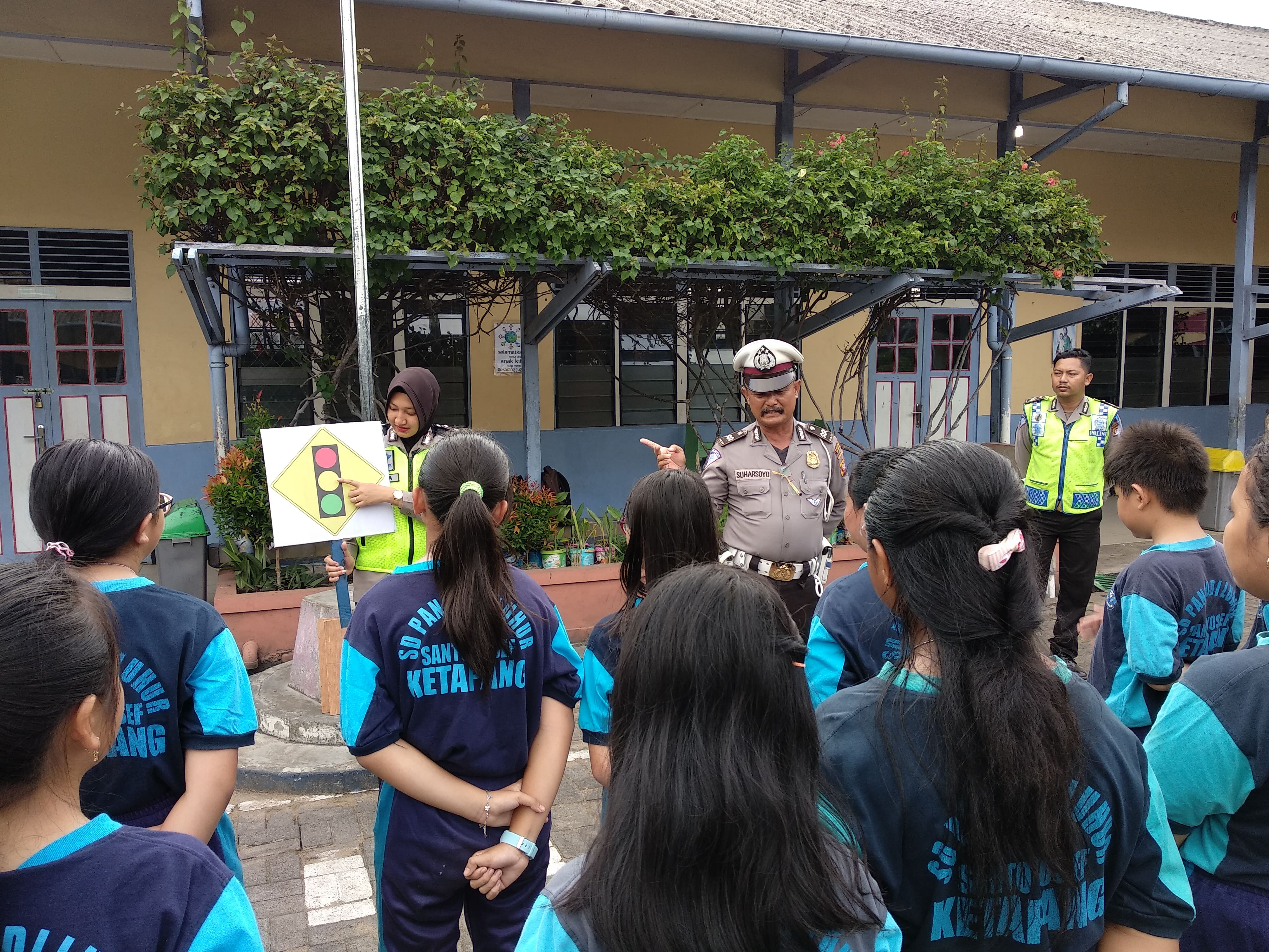 Satgas preemtif Ops zebra Kapuas 2018 Polres Ketapang mengedukasi anak-anak tertib berlalulint