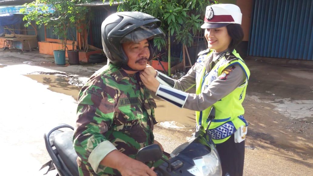 Pentingnya penggunaan helm hingga berbunyi