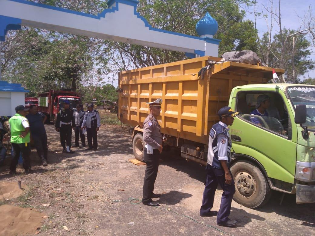 Penertiban kendaraan angkutan barang yang overload atau over dimensi