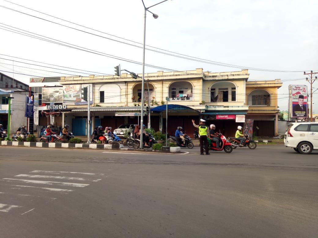 Personil polres Ketapang melaksanakan Strong point pagi di seputaran kota Ketapang