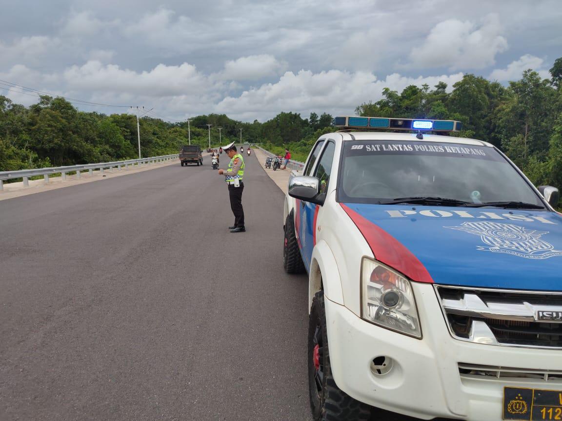 Patroli Jalur Rawan Laka Langgar Satlantas Polres Ketapang Laksanakan Strong Point