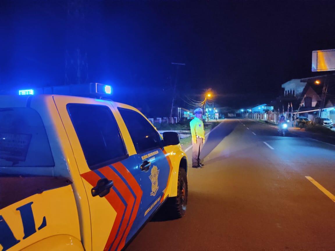 TIADA LIBUR DEMI KEAMANAN – Satlantas Polres Ketapang Gelar Patroli Malam Hari