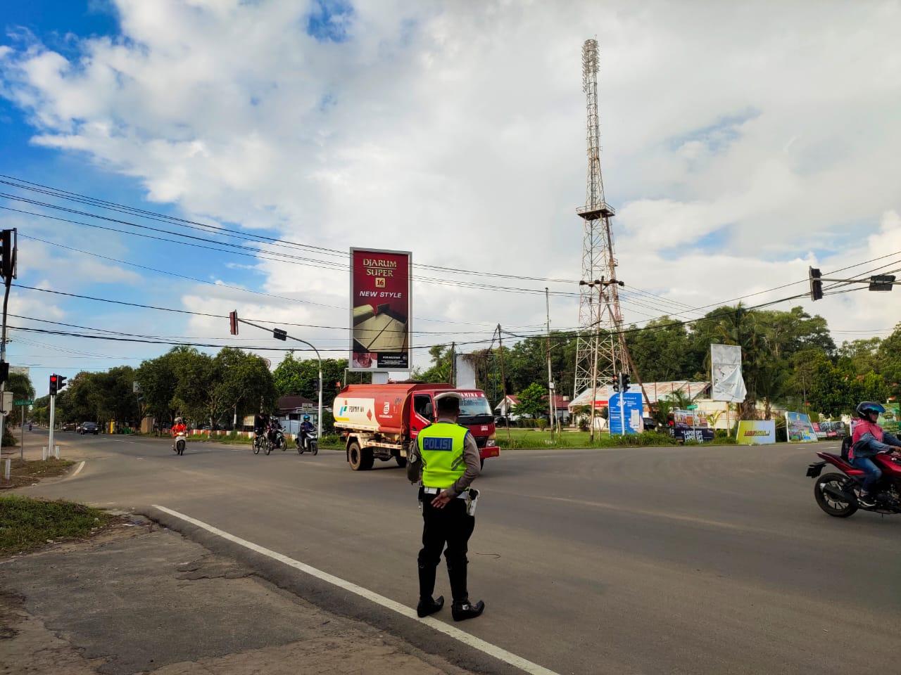 Gatur Lalin Pagi, Polisi Berikan Pelayanan Terbaik Bagi Pengguna Jalan