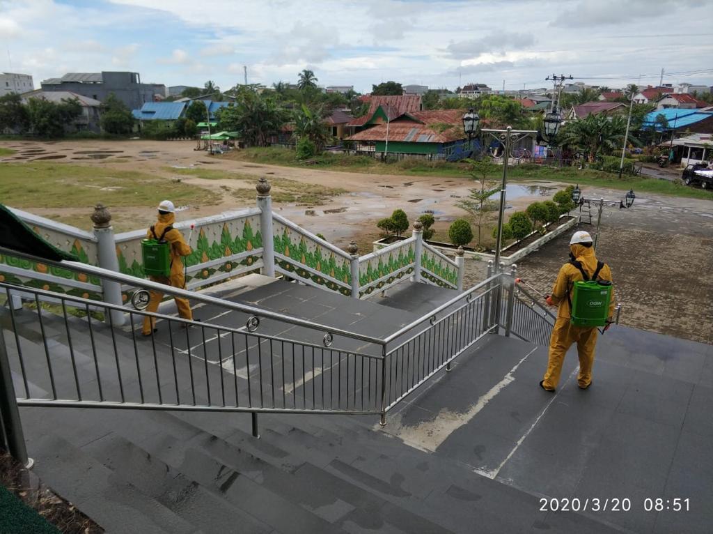 Berikan Himbauan Antisipasi Covid 19, Polres Ketapang Berseta Jajaran Juga Semprotkan Desinfektan Di