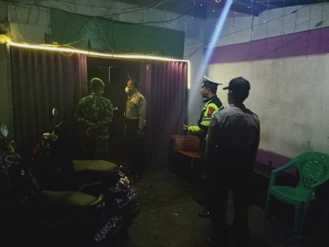 Polisi Bubarkan Muda-Mudi Ketapang yang Asyik Nongkrong di Tempat Umum
