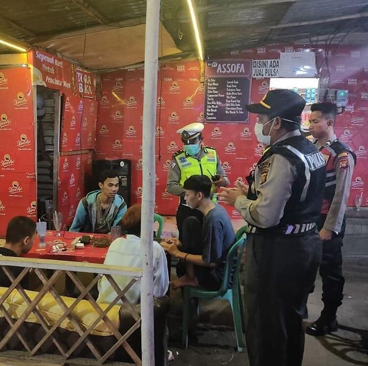 SATLANTAS POLRES KETAPANG PATROLI BERSAMA TNI DAN SATPOL PP, IMBAU WARGA TETAP BERADA DI RUMAH