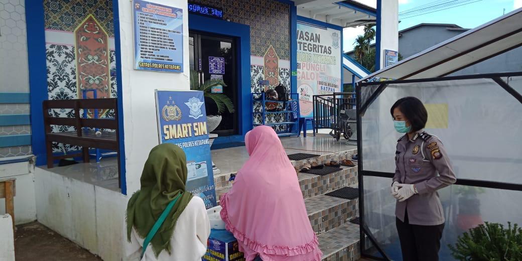 Satlantas Polres Ketapang Sediakan Air Cuci Tangan Bagi Pemohon SIM