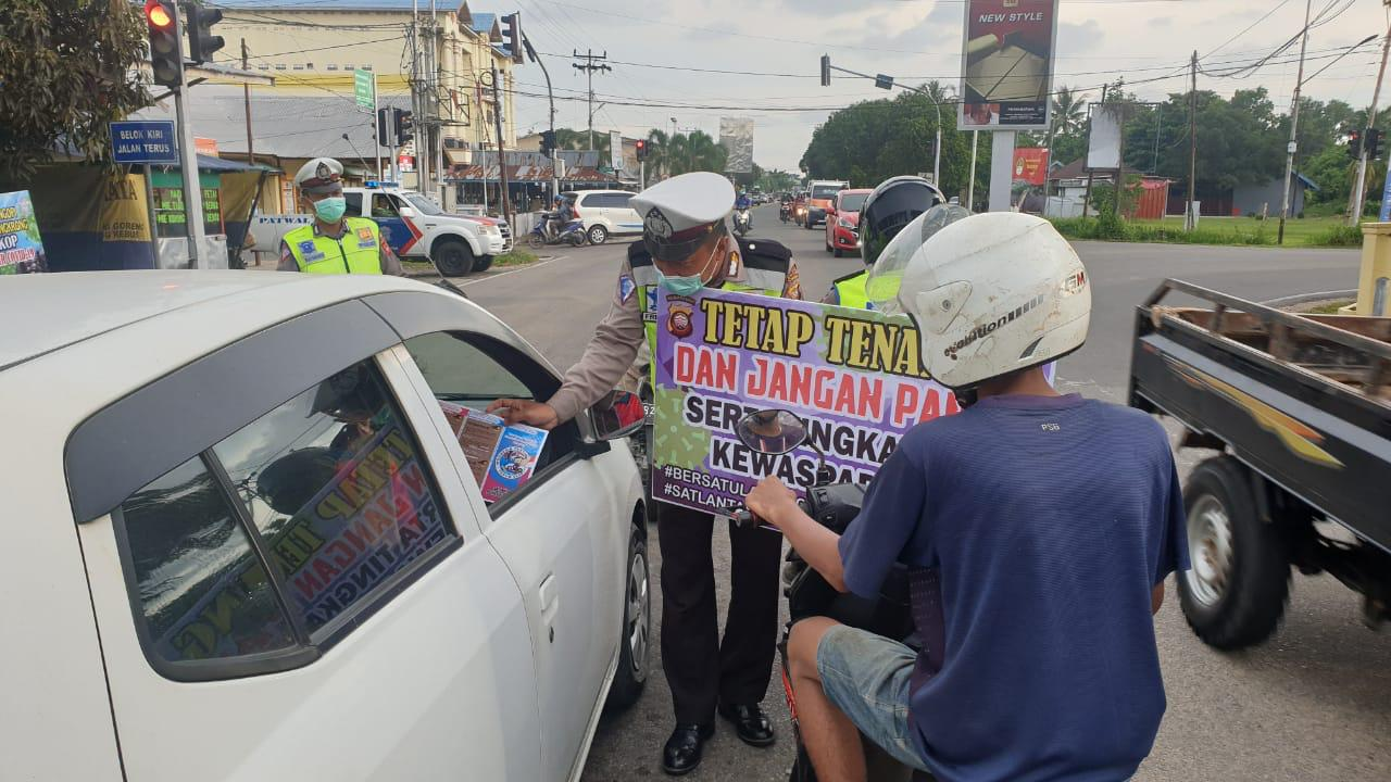Disela Giat Sosialisasi Kamtibselcarlantas, Sat Lantas Polres Ketapang Beri Himbauan Cegah Covid-19