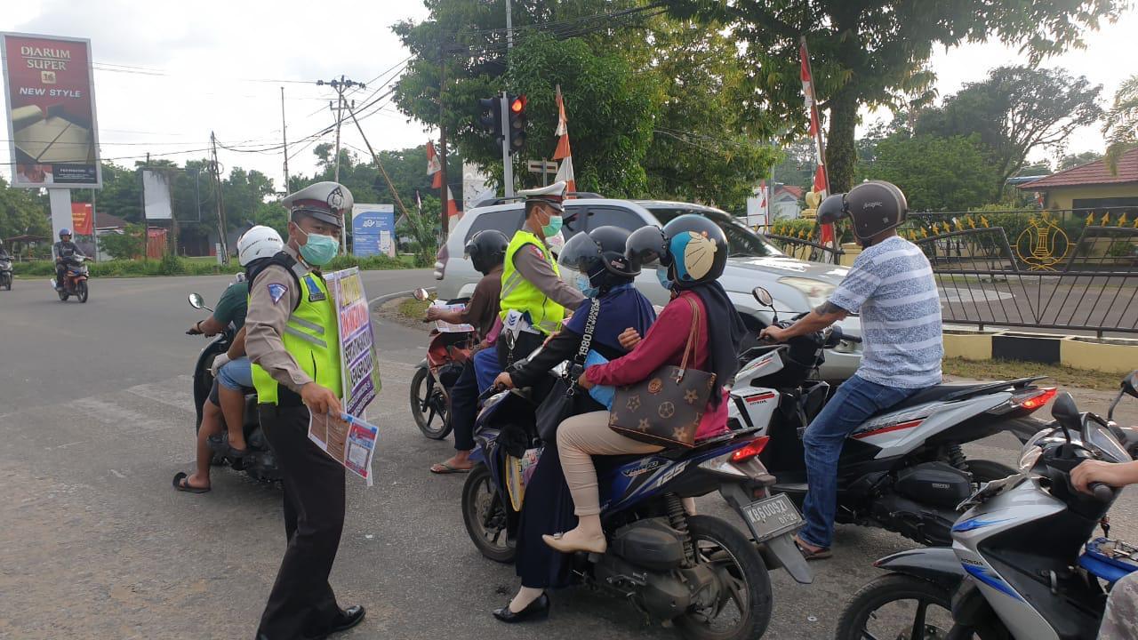 Satlantas Sosialisasi Cegah Corona di Simpang Empat Mapolres Ketapang