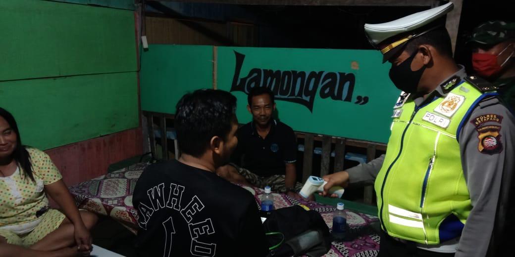 Satlantas Polres Ketapang melaksanakan Giat Patroli dan Sosialisasi Himbauan Cara Pencegahan Penyeba