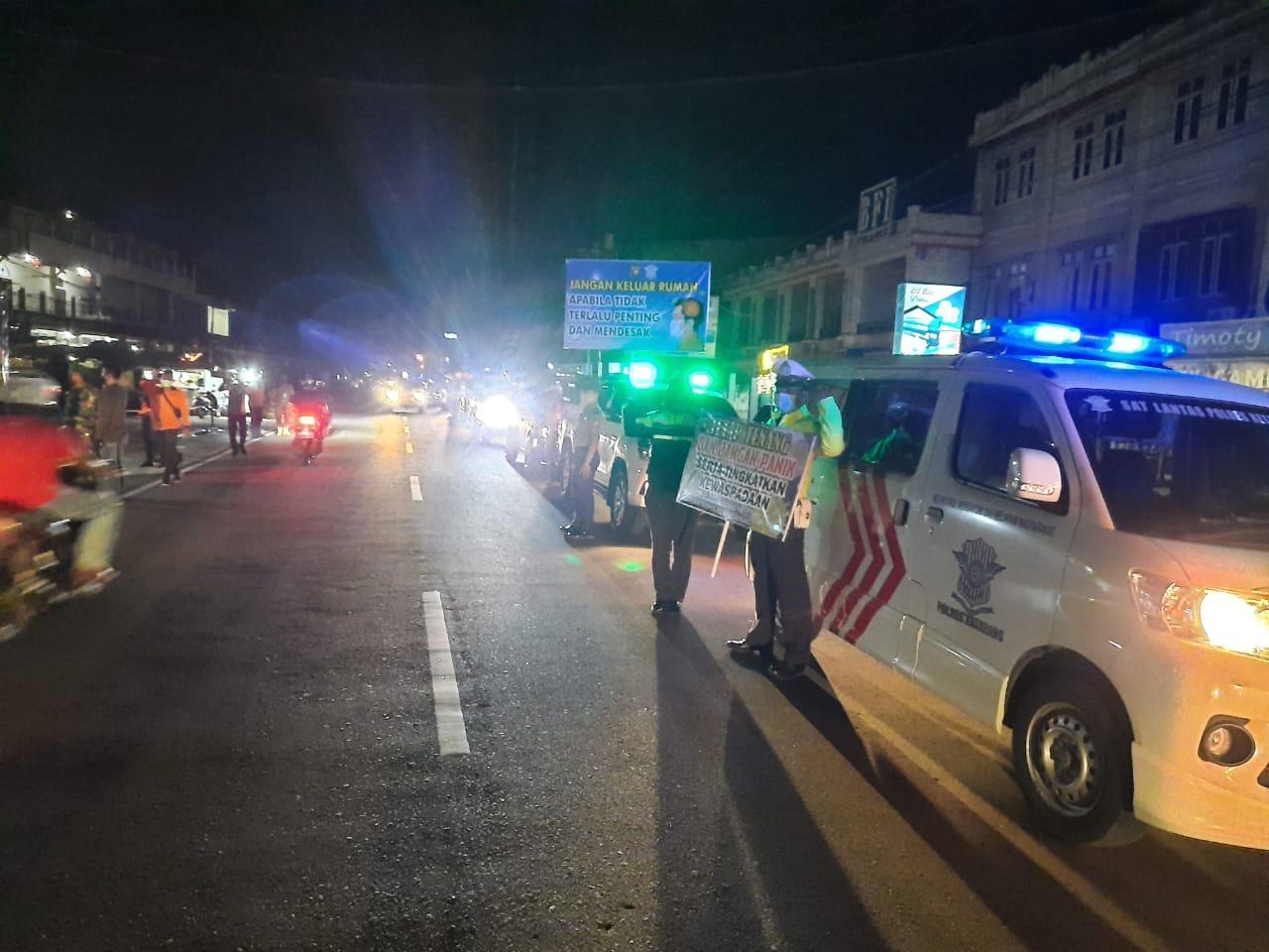 Gelar Patroli Malam, Satlantas Polres Ketapang Bubarkan Warga yang Berkerumun